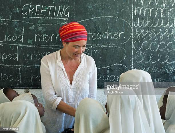 primary school. tanzania. africa - hugh sitton imagens e fotografias de stock