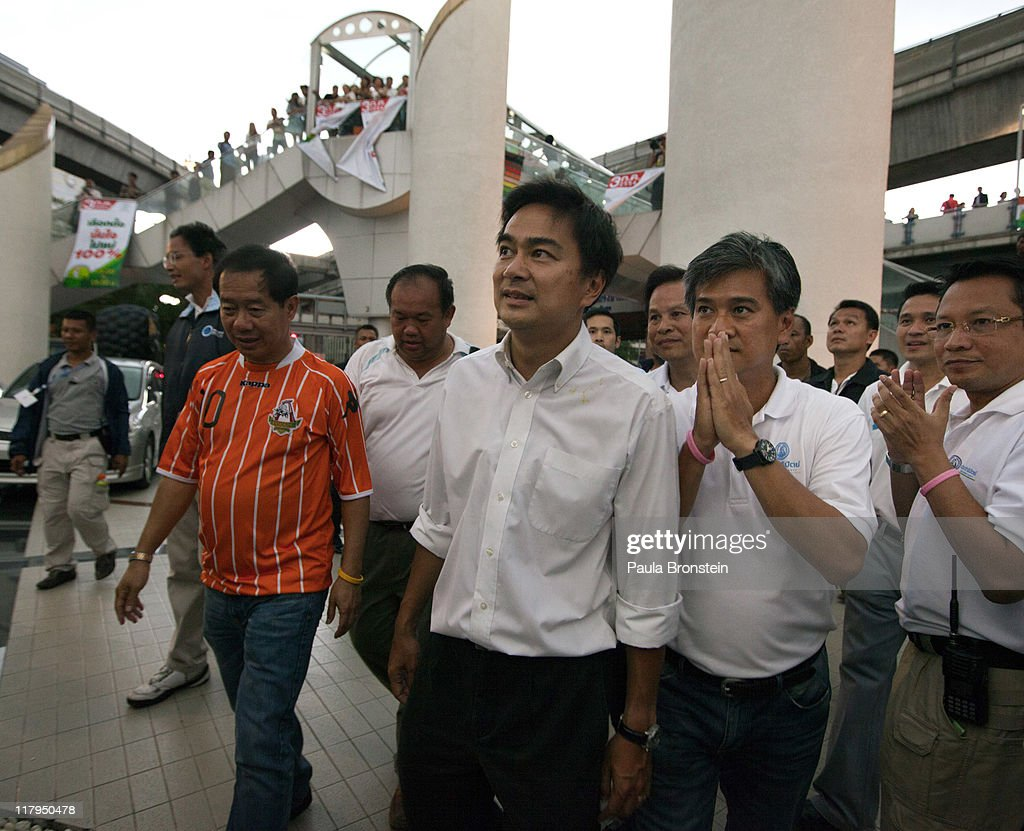 Prime Minister Abhisit Vejjajiva (C) arrives at his last political event before the vote in the country's 4th election in 7 years, on July 2, 2011 in Bangkok, Thailand. The vote pits Prime Minister Abhisit Vejjajiva's Democrats against Thaksin's younger sister, Yingluck Shinawatra, who has the full support of the red shirt followers of fugitive former premier Thaksin Shinawatra, who was ousted in a 2006 coup.