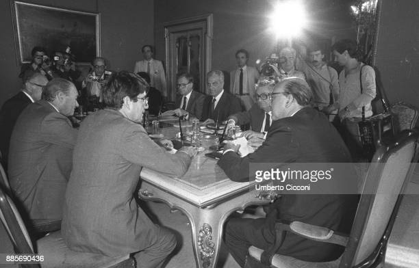 Prime Minister Bettino Craxi in a meeting with the Confindustria, on his left sits Italian entrepreneur and industrialist Vittorio Merloni, Rome 1984