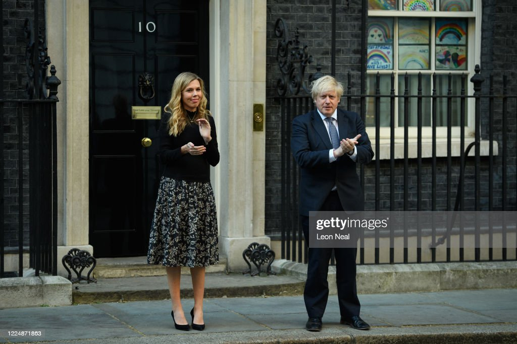 Britain Claps For Key Workers After Some Lockdown Measures Eased : ニュース写真
