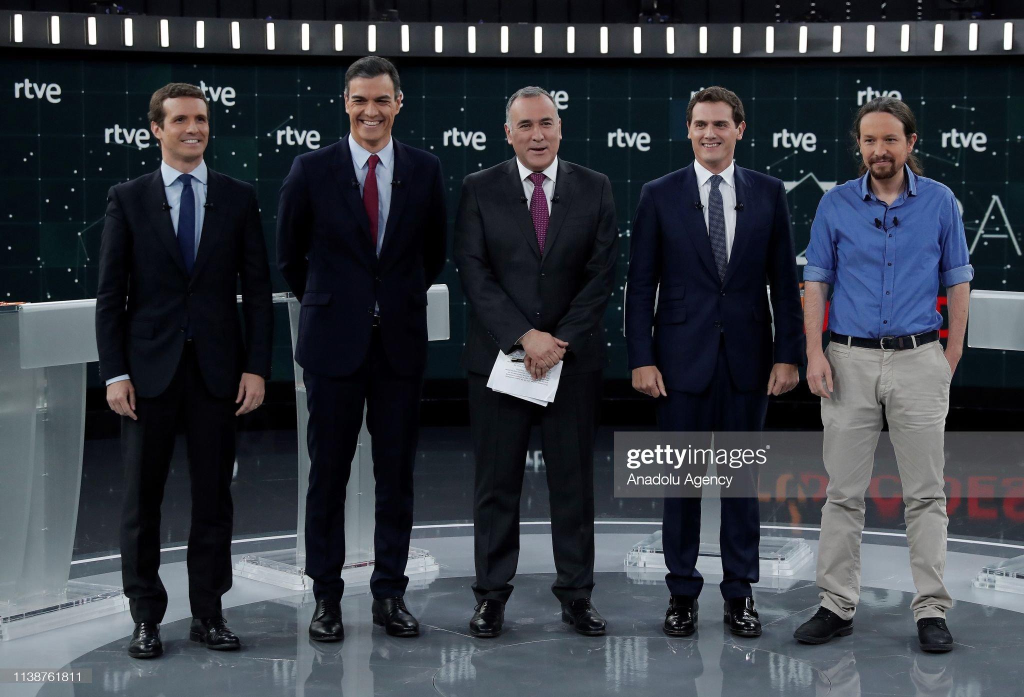 ¿Cuánto mide Pablo Casado?  - Estatura real: 1,77 - Página 7 Prime-minister-candidates-leader-of-podemos-party-pablo-iglesias-of-picture-id1138761811?s=2048x2048
