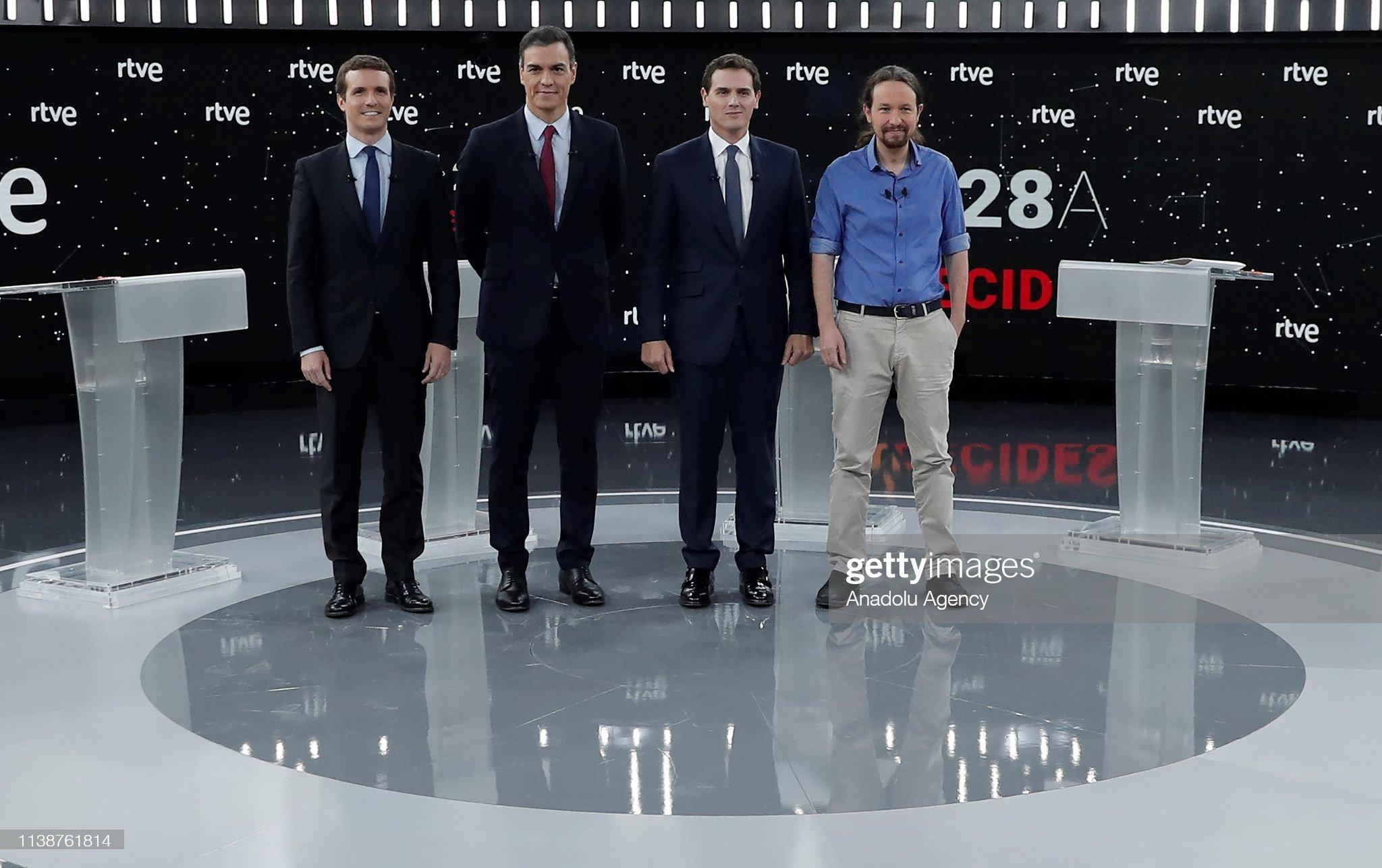 ¿Cuánto mide Pablo Casado?  - Estatura real: 1,77 - Página 7 Prime-minister-candidates-leader-of-podemos-party-pablo-iglesias-of-picture-id1138761814?s=2048x2048