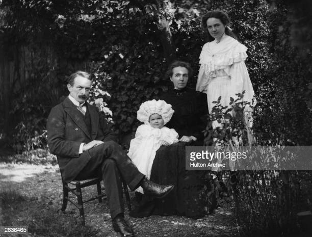 Prime Minister David LloydGeorge 1st Earl of Dwyfor with Megan his first wife Margaret and daughter Mair who died young