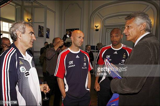 Prime Minister Dominique De Villepin Visits A French Football Team In Clairfontaine In Paris France On May 28 2006 Left to right Raymond Domenech...