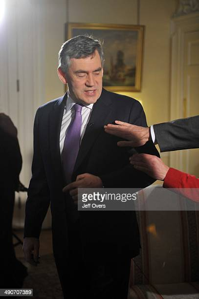 Prime Minister Gordon Brown in Downing Street to be interviewed by Jon Sopel on the BBC Politics Show on November 23 2008 in London England Gordon...