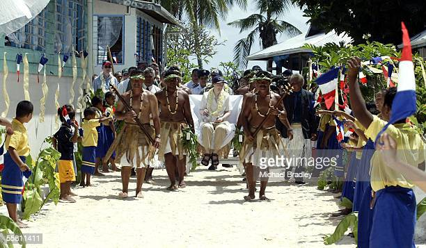 Prime Minister Helen Clark is carried through Fakaofo Tokelau Sunday 08 August 2004 during a two day visit to the Tokelau after the finish of the...