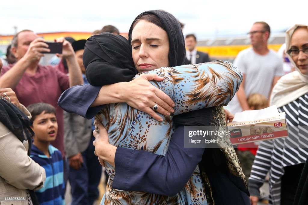 Prime Minister Ardern Lays Wreath And Visits With Islamic Community Leaders At Kilbirnie Mosque : Nachrichtenfoto