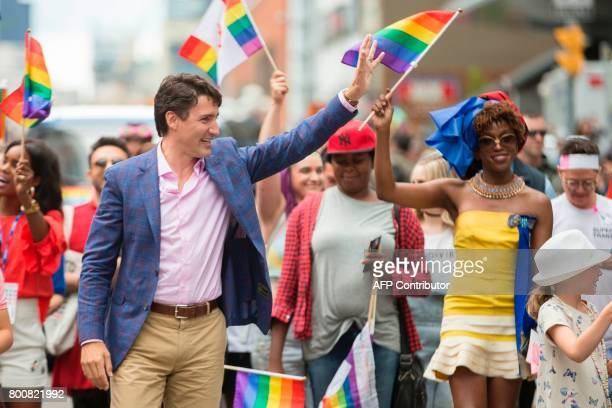 Prime Minister Justin Trudeau waves to the crowd as he marches in the Pride Parade in Toronto June 25 2017 / AFP PHOTO / GEOFF ROBINS