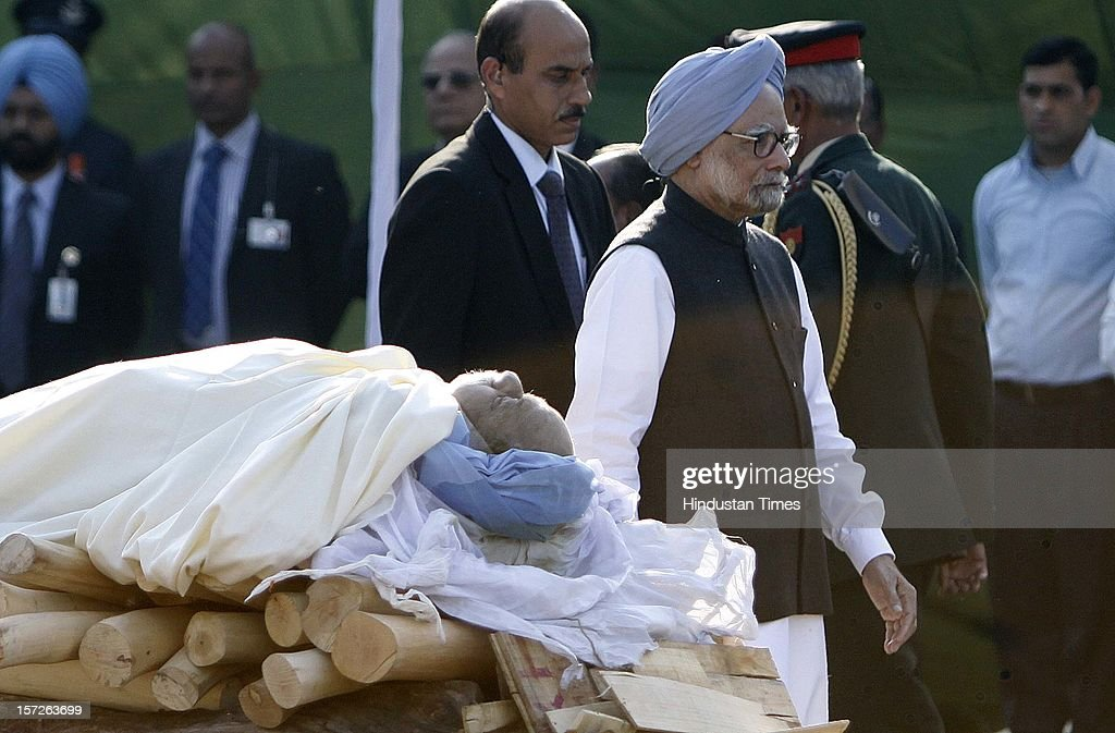 Prime Minister Manmohan Singh at the funeral of former Prime Minister of India Inder Kumar Gujral on December 1, 2012 in New Delhi, India. Inder Kumar Gujral who served as 12th Prime minister of India from April 1997 to March 1998 passed away on November 30, 2012 at the age of 92 years.