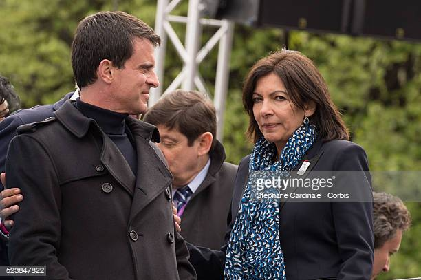 Prime minister Manuel Valls and Paris Mayor Anne Hidalgo attend the 2016 FIA Formula E Championship Paris E Prix on April 23 2016 in Paris France