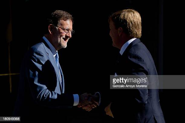 Prime Minister Mariano Rajoy Brey shakes hands with King Willem-Alexander of the Netherlands during their official reception at La Moncloa Palace on...