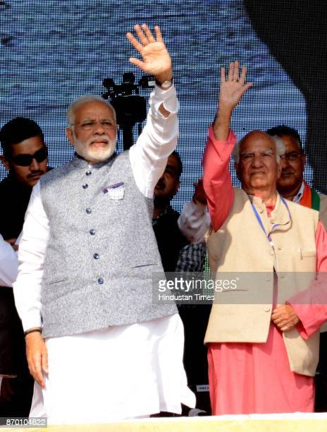 Prime Minister Narendra Modi and party senior leader MP Shanta Kumar during a BJP Parivartan Rally at Rait on November 4 2017 in Dharamsala India PM...