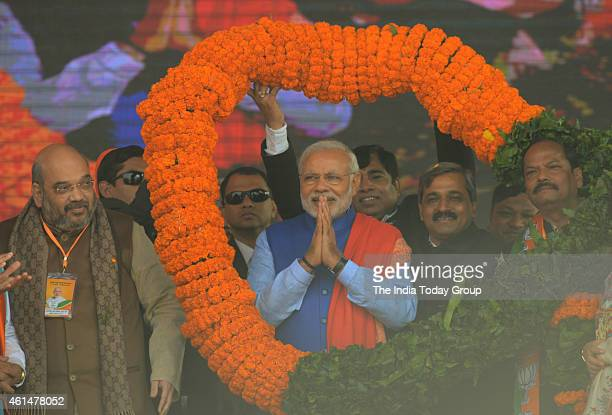 Prime Minister Narendra Modi felicitated with a huge garland during the BJP's 'Abhinandan' rally in New Delhi