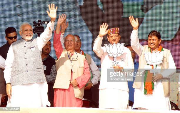 Prime Minister Narendra Modi with party senior leader MP Shanta Kumar with other leaders during a BJP Parivartan Rally at Rait on November 4 2017 in...