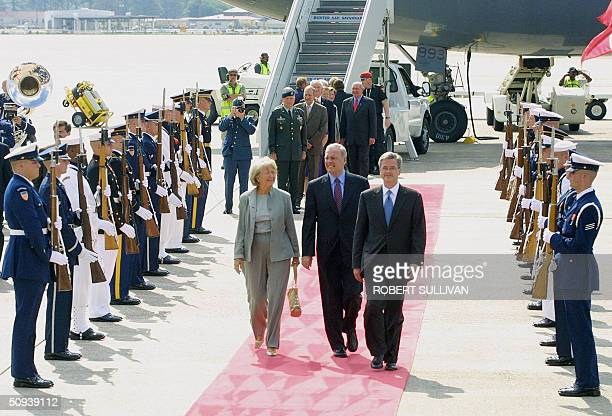 Prime Minister of Canada Paul Martin and his wife Shelia walk down the red carpet with Deputy US Chief of Protocol Jeff Eubank after his arrival 08...