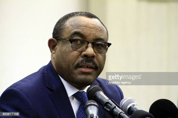 Prime Minister of Ethiopia Hailemariam Desalegn and President of Sudan Omar alBashir hold a joint press conference during their meeting in Khartoum...
