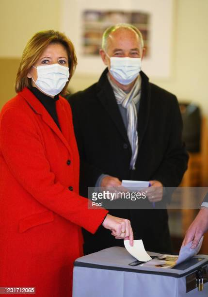 Prime Minister of Rhineland-Palatinate Malu Dreyer casts her vote with her husband Klaus Jensen during the coronavirus pandemic on March 14, 2021 in...