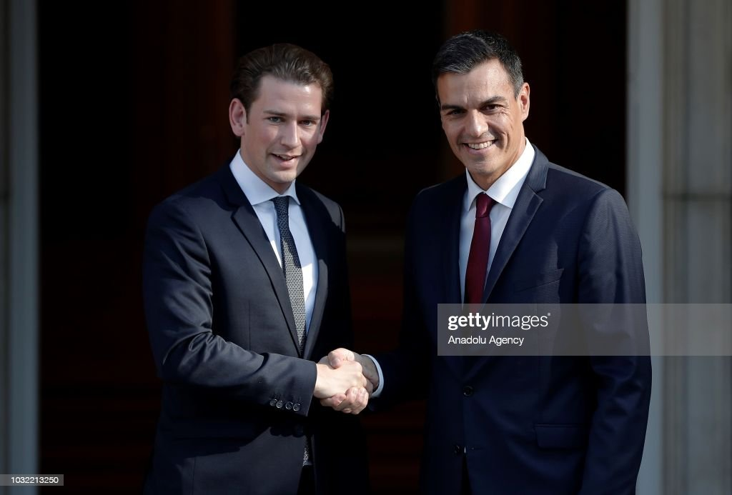 ¿Cuánto mide Pedro Sánchez? - Altura: 1,89 - Real height - Página 4 Prime-minister-of-spain-pedro-sanchez-welcomes-austrian-prime-kurz-picture-id1032213250
