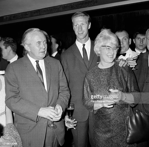Prime Minister of the United Kingdom Harold Wilson alongside England World Cup winner Jack Charlton with his mother Cissie during the Football...