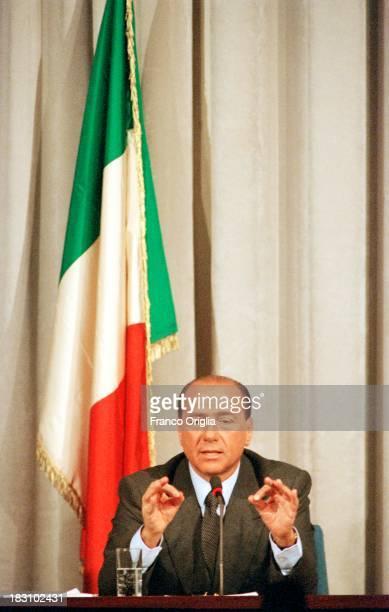 Prime Minister Silvio Berlusconi holds a press conference at Palazzo Chigi on December 23 1994 in Rome Italy