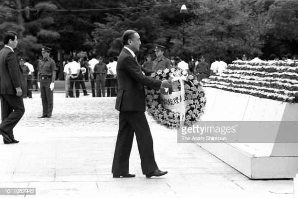 Prime Minister Yasuhiro Nakasone offers a wreath during the memorial ceremony on the 40th anniversary of the Hiroshima ABomb dropping at the...