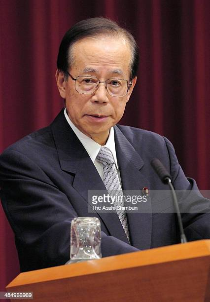Prime Minister Yasuo Fukuda speaks during his first press conference at his official residence on September 25 2007 in Tokyo Japan Yasuo Fukuda is...