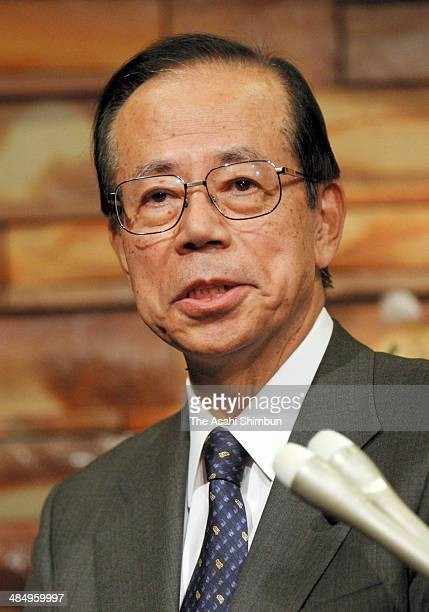 Prime Minister Yasuo Fukuda speaks to the media reporters at his official residence on November 2 2007 in Tokyo Japan Yasuo Fukuda is the 91st Prime...