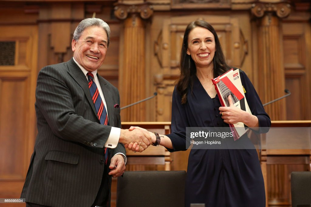 Jacinda Ardern Signs Coalition Agreements With NZ First And Greens : ニュース写真