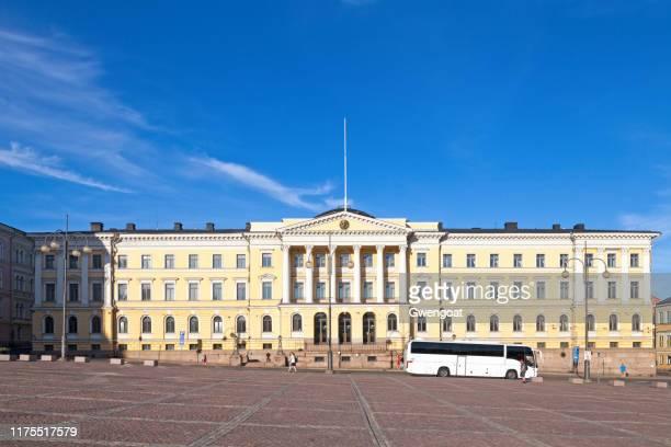 kantoor van de minister-president in helsinki - regeringsgebouw stockfoto's en -beelden