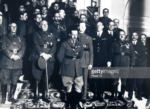 Primo de Rivera stands with his military Government in 1923 with King Alphonso XIII of Spain