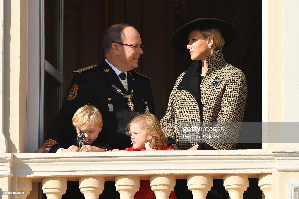 Высший свет. Хроники. (закрытая) - Страница 40 Prince-albert-ii-of-monaco-and-princess-charlene-of-monaco-with-their-picture-id1063463620