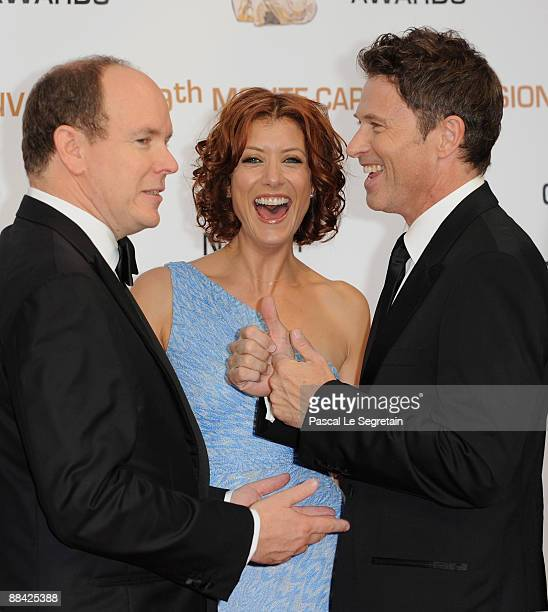 Prince Albert II of Monaco chats with US actors Kate Walsh and Tim Daly at the closing ceremony of the 2009 Monte Carlo Television Festival at...