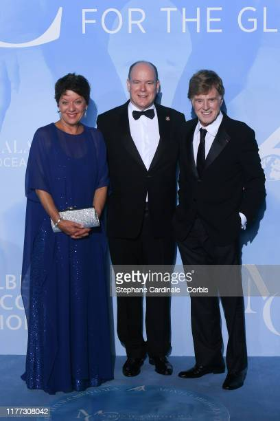 Prince Albert II of Monaco poses with US actor Robert Redford and his wife Sibylle Szaggars during the Gala for the Global Ocean hosted by HSH Prince...
