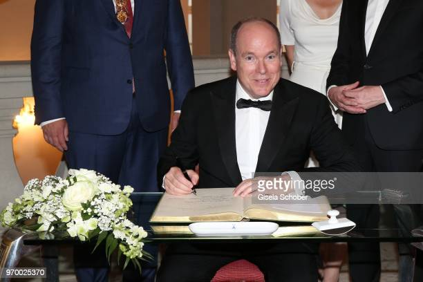 Prince Albert II of Monaco writes in the golden book of Dresden Dirk Hilbert and Prime Minister of Saxonia Michael Kretschmer and his partner Annett...