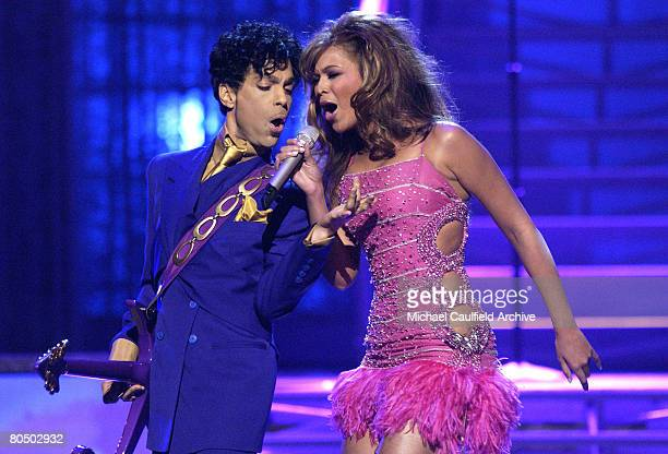 Prince and Beyonce perform a medly of his hits