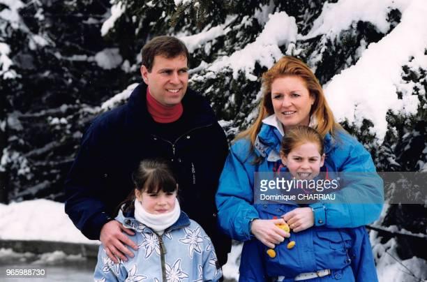 Prince Andrew Sarah Ferguson duchesse dYork et leurs filles Eugenie d'York et Beatrice d'York en vacances à Verbier le 20 février 1999 à Verbier...