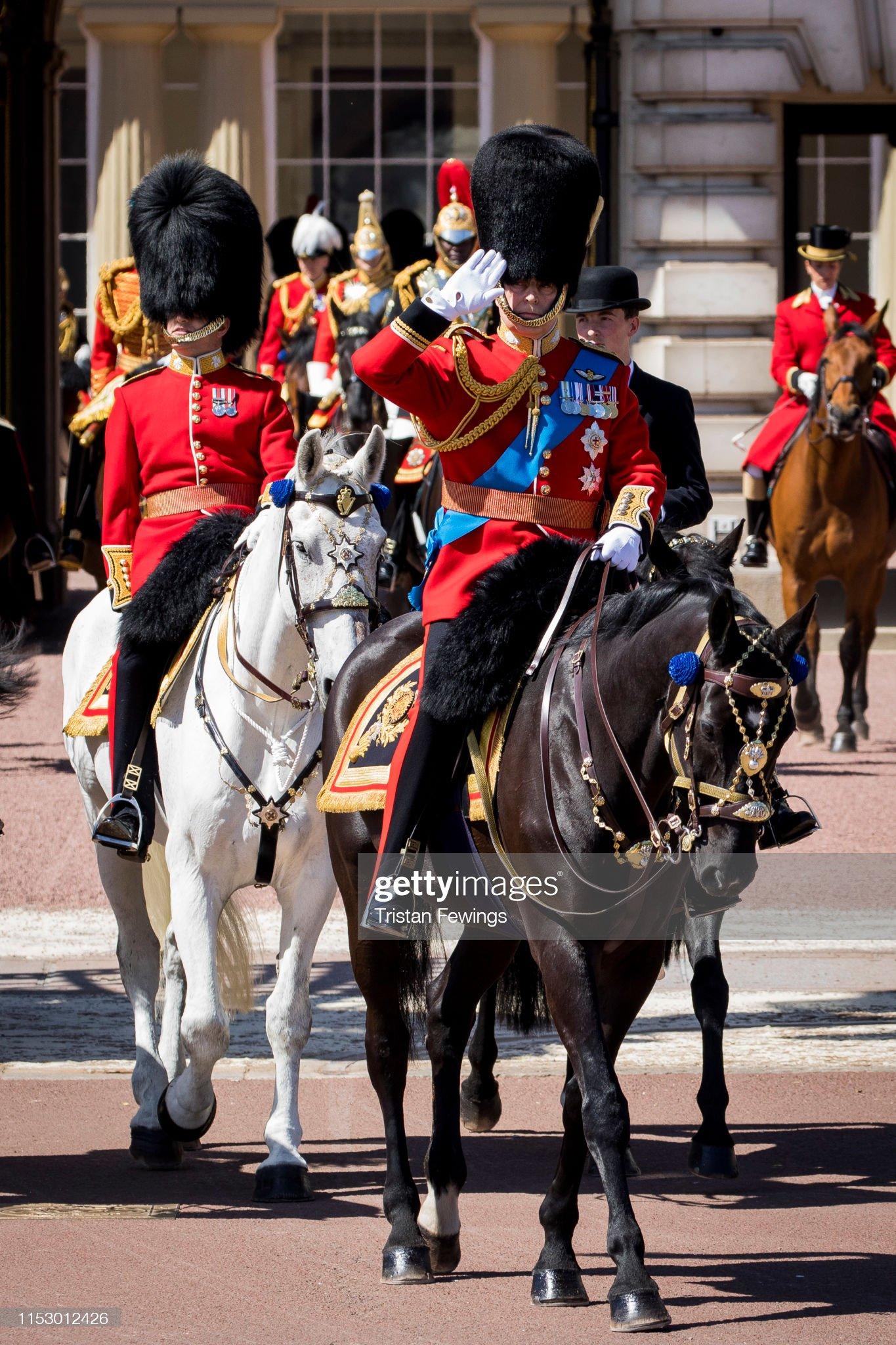 Герцог Йоркский с семьёй и на коне