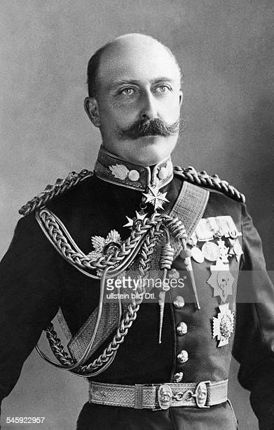 Prince Arthur Duke of Connaught and Strathearn *01051850 portrait in uniform date unknown around 1900 photo by Alfred Ellis Walery