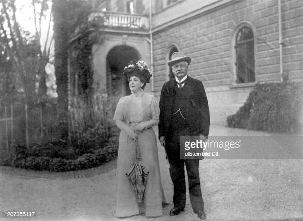 Prince Bernhard von Buelow *1849-1929+ Politician, Germany Chancellor 1900-1909 with his wife Maria in front of the Villa Malta in Rome - Vintage...
