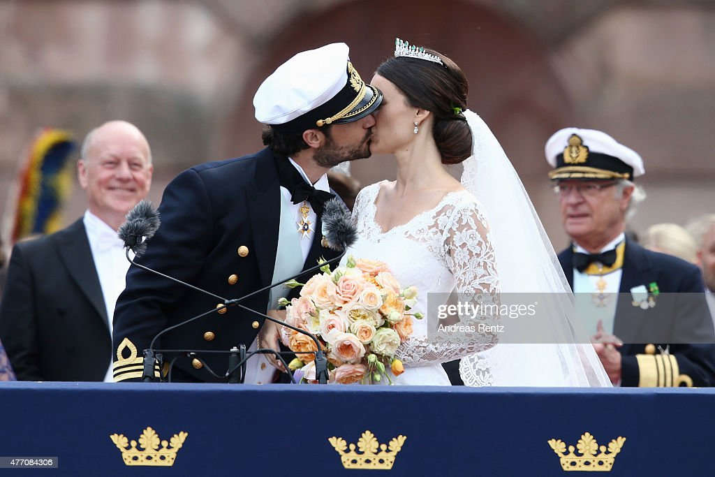 Prince Carl Philip of Sweden kisses Princess Sofia, Duchess of Varmlands after their marriage ceremony on June 13, 2015 in Stockholm, Sweden.