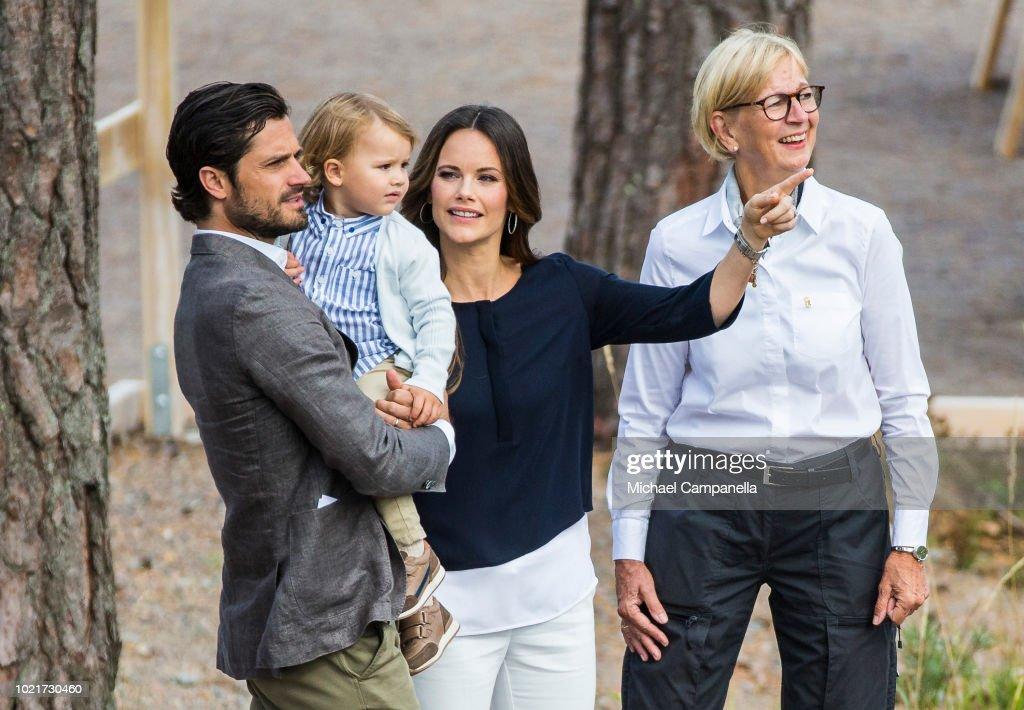 Swedish Royals Visit Nynas Nature Reserve : ニュース写真