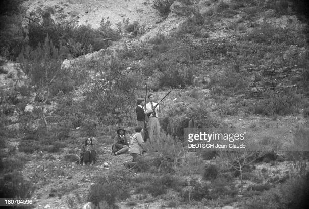 Prince Charles And Lady Jane Wellesley Hunting Partridge In Andalucia Andalousie novembre 1973 A l'occasion d'une chasse à la perdrix en Espagne Dans...