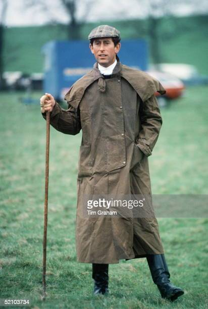 Prince Charles At The Fernie Hunt Cross Country Team Event Wearing Barbour Style /dryasabone Style Raincoat Flat Cap And Walking Stick