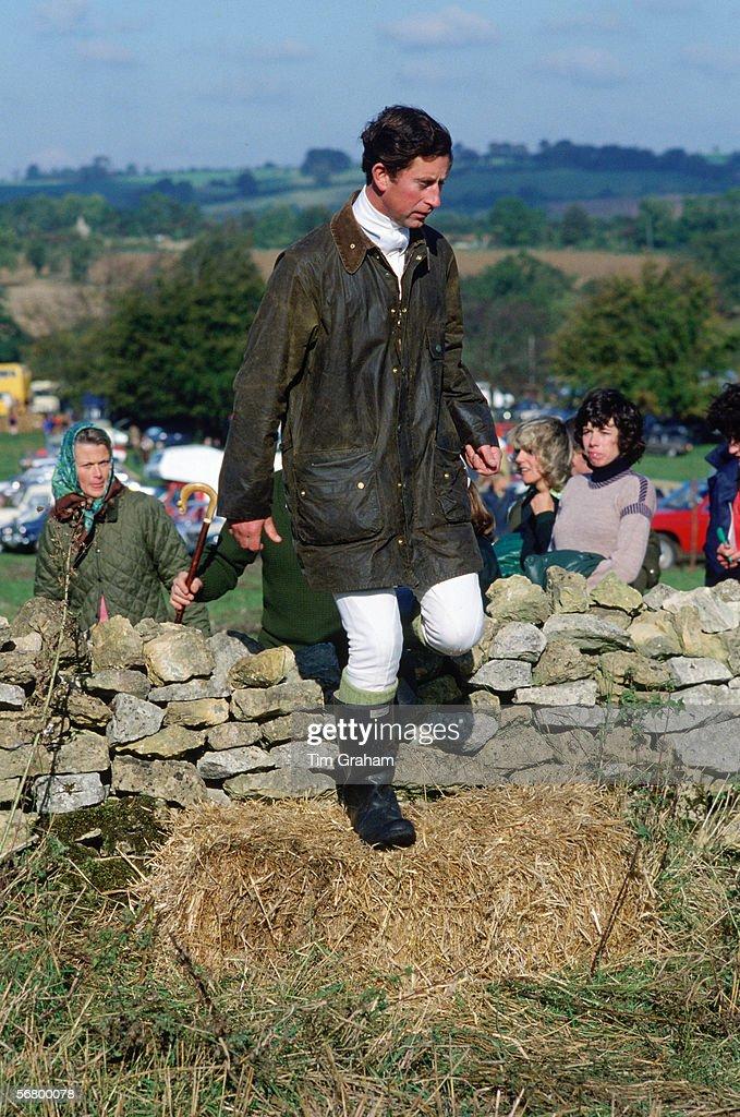 Charles Walking : News Photo