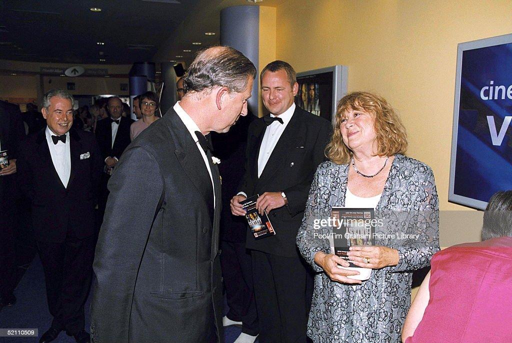 Charles Meets Nerys Hughes : Fotografía de noticias