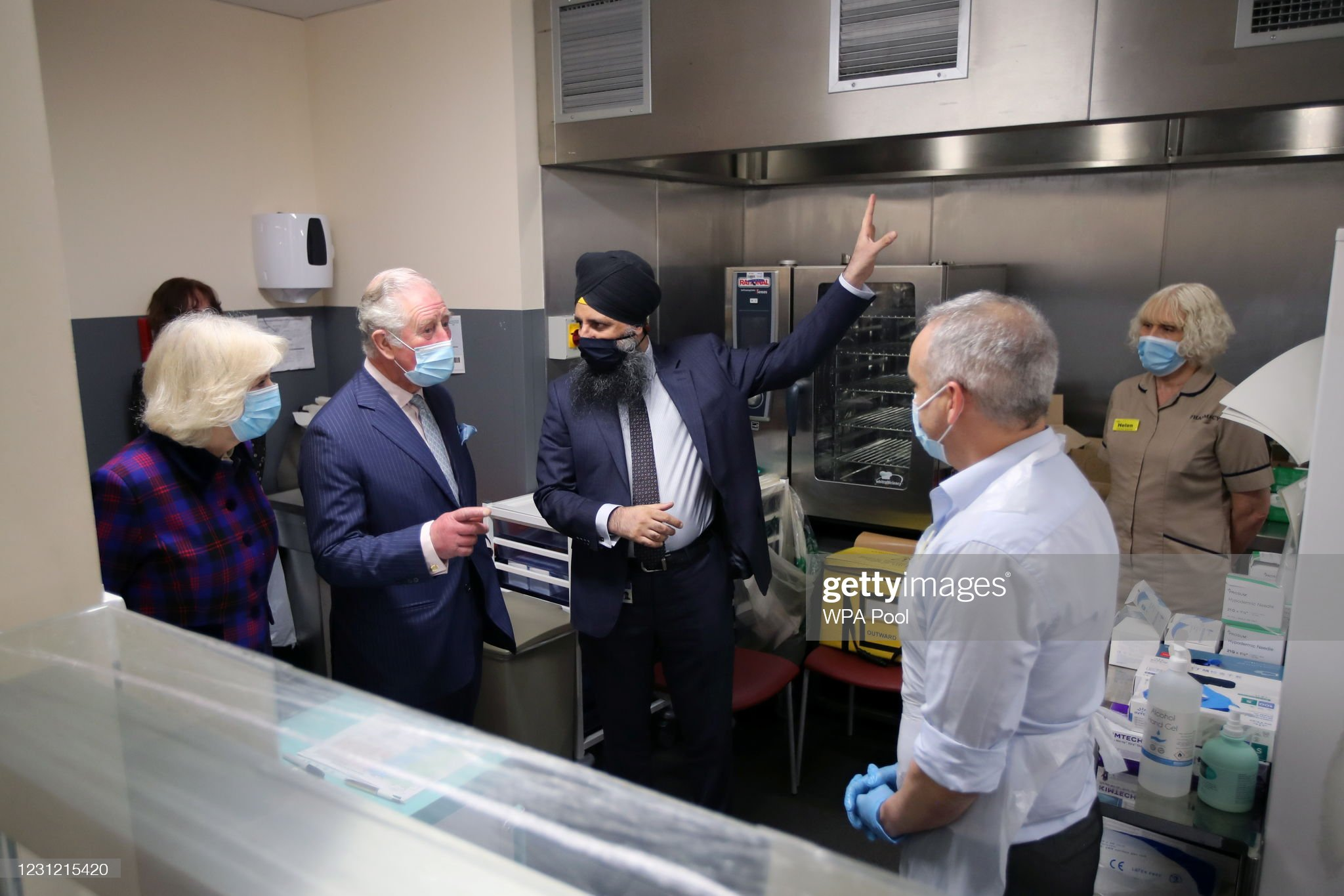 prince-charles-prince-of-wales-and-camilla-duchess-of-cornwall-talk-picture-id1231215420