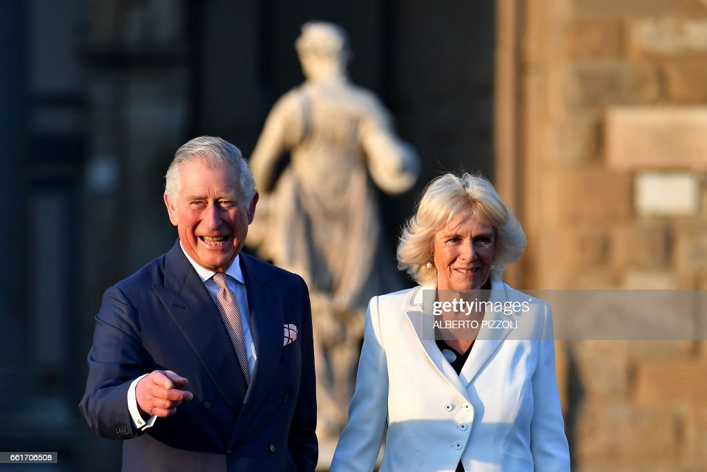 Prince Charles, Prince of Wales and the Duchess of Cornwall, Camilla, arrive in Florence on March 31, 2017 as part of a six-day visit in Italy and Vatican. According to Clarence House, the tour will highlight UK's relationship with European partners in areas including social cohesion, military ties and combatting human trafficking. / AFP PHOTO / Alberto PIZZOLI
