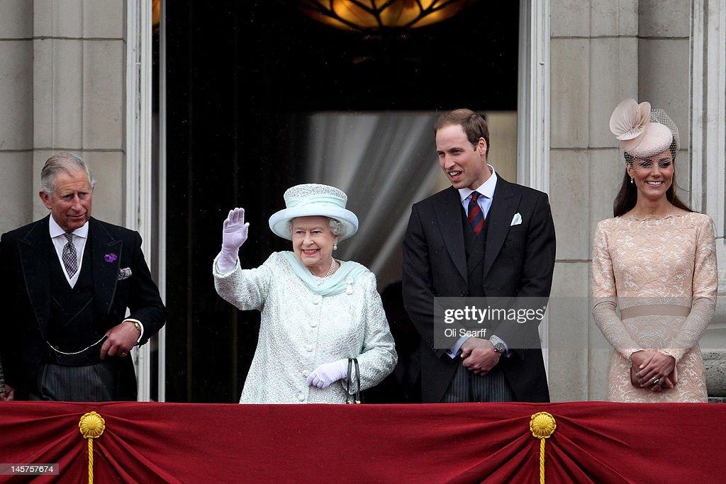 Diamond Jubilee - Carriage Procession And Balcony Appearance : News Photo