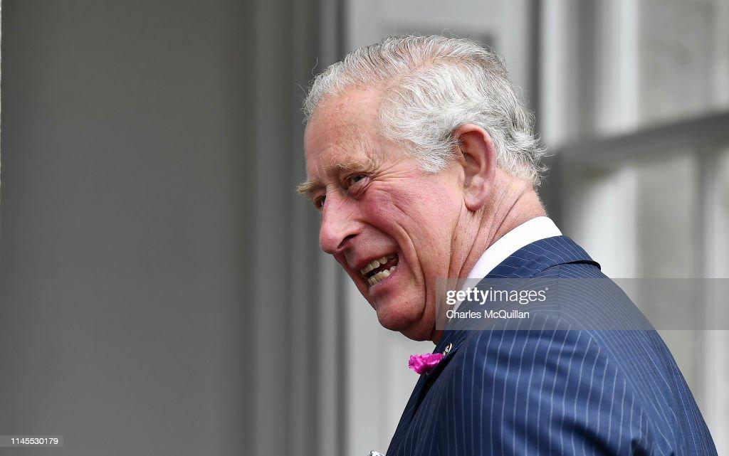 The Prince Of Wales & Duchess Of Cornwall Visit Northern Ireland : Fotografía de noticias