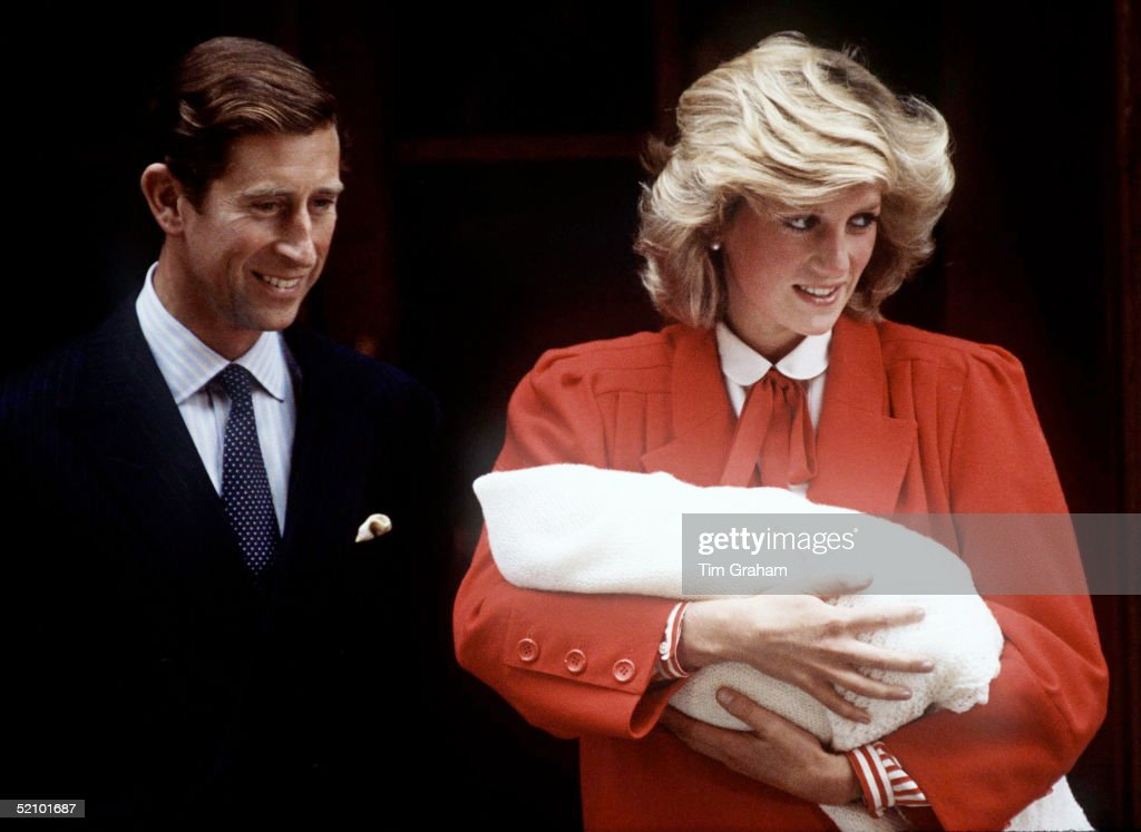 Prince Charles & Princess Diana With The Newly Born Prince Henry (harry) Outside The Lindo Wing.